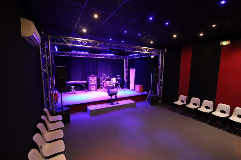 Salle spectacle + régie son et lumières